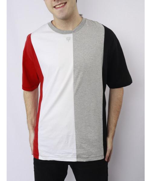T-Shirt CAVALERA Ampla Recortes