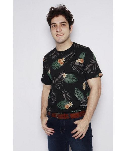 Camiseta Floral com o fundo Preto